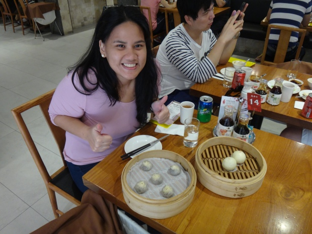 Eating solo at Taipei's Michelin Restaurant, Din Tai Fung! ALL MINE!!! YUMMY :)